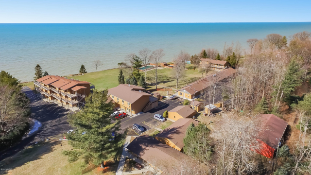 76648 11th Ave South Haven, MI 49090