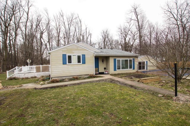 22370 Maple St Cassopolis, MI 49031