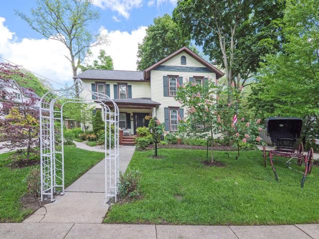 348 N Madison St Marshall, MI 49068