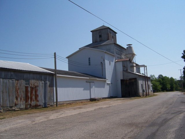 116 S Railroad St Six Lakes, MI 48886