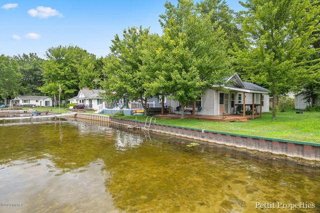452 S Holland Lake Dr Sheridan, MI 48884