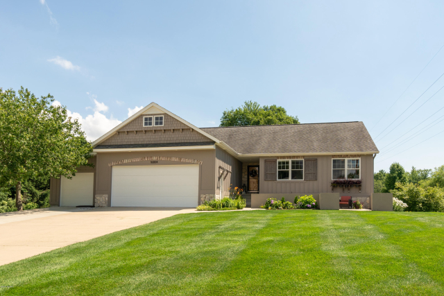 16804 Watersedge Dr Grand Haven, MI 49417