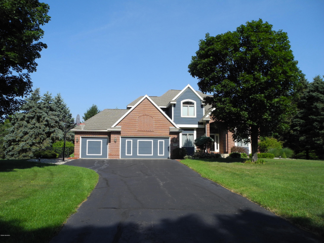 2133 Cross Country Dr Kalamazoo, MI 49009