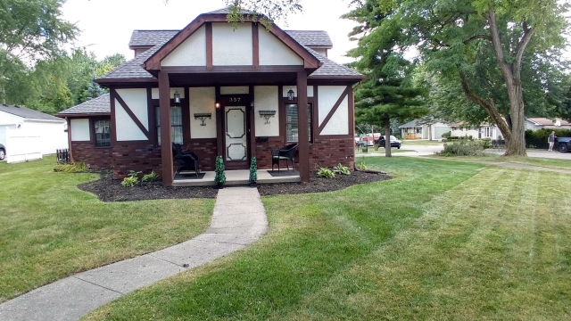 357 Riddle St Howell, MI 48843