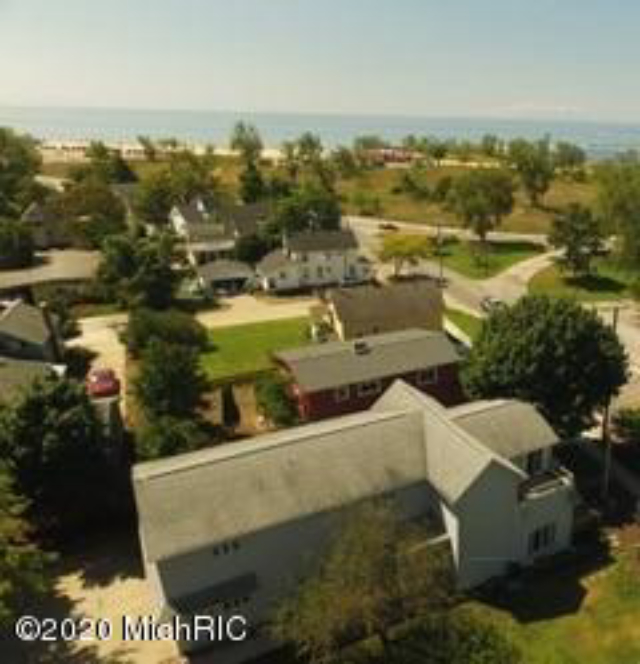 1430 Beach St Muskegon, MI 49441