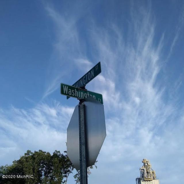 229 N Washington Ct White Cloud, MI 49349