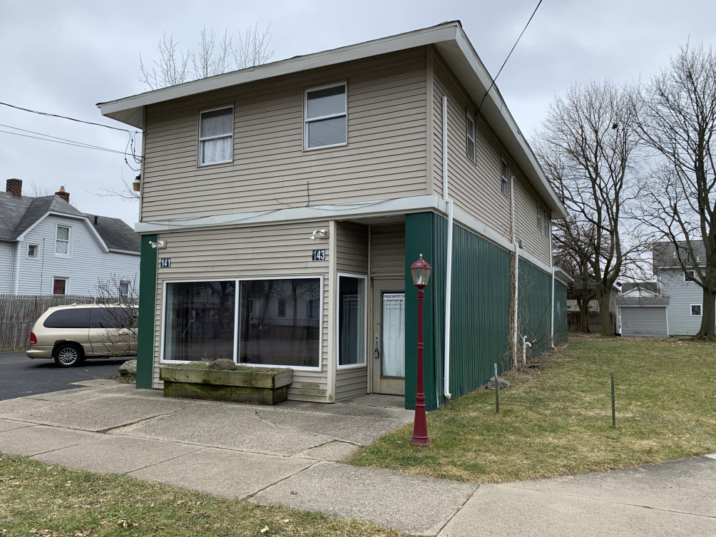 143 Burr Oak 143 St Kalamazoo, MI 49001