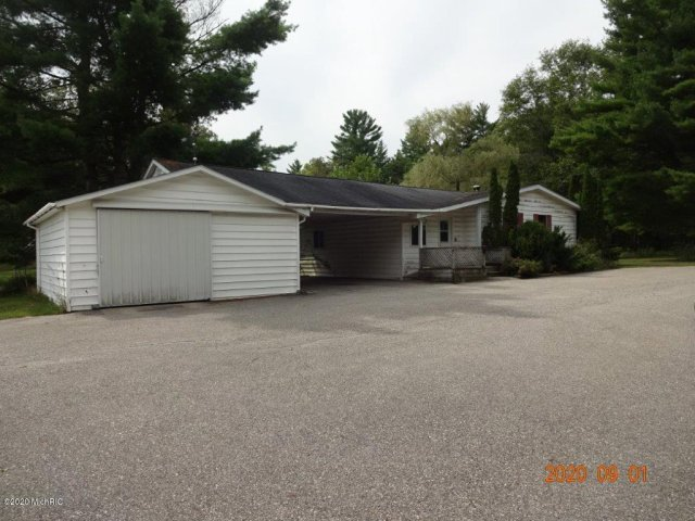 2826 S Oak Ave White Cloud, MI 49349