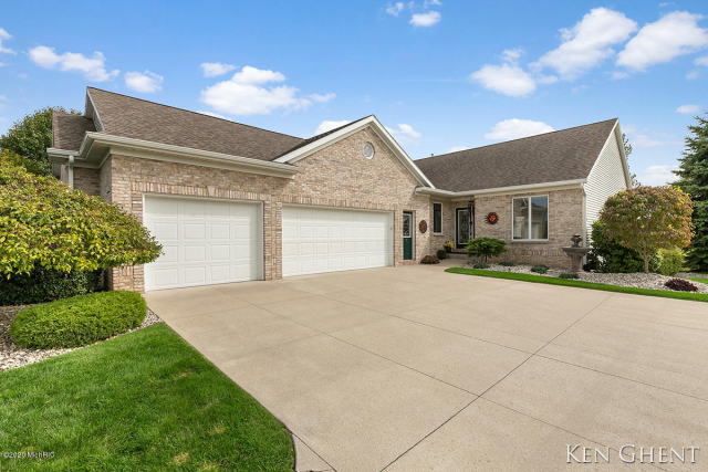 4233 Del Mar Village Sw Dr Wyoming, MI 49418