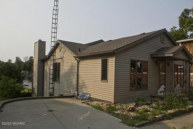 31481 Maple Island Rd Dowagiac, MI 49047
