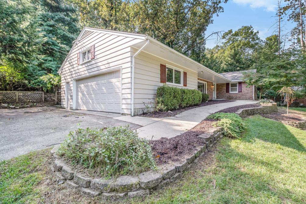 3411 Pine Grove Ln Kalamazoo, MI 49008