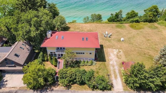 2990 S Lakeshore Ave Benton Harbor, MI 49022