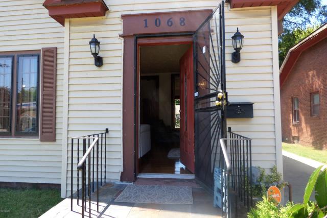 1068 Colfax Ave Benton Harbor, MI 49022