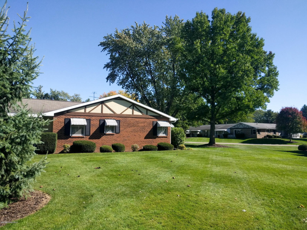 932 Andover Se Ct Kentwood, MI 49508