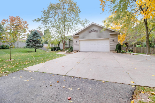2037 10th N St Kalamazoo, MI 49009