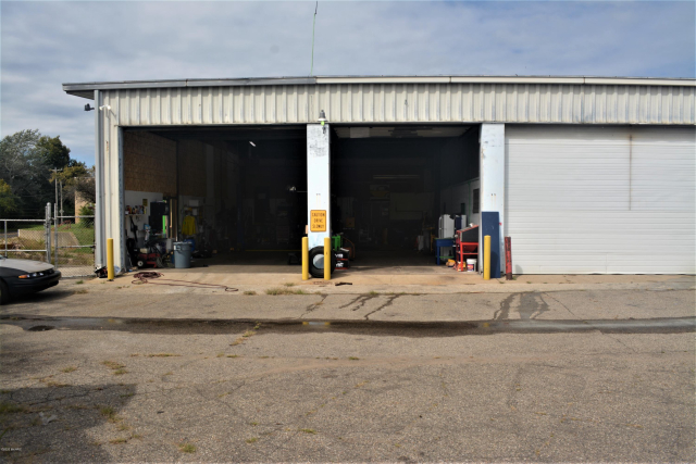 330 Upton - Garage Ave Battle Creek MI 49037