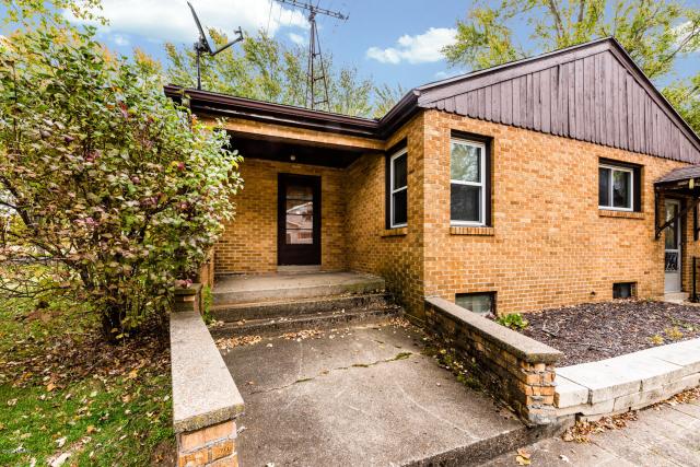 2266 Meadowbrook Rd Benton Harbor MI 49022