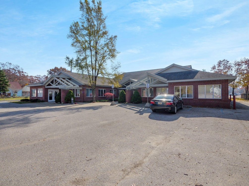 493 W Norton Ave Norton Shores MI 49444