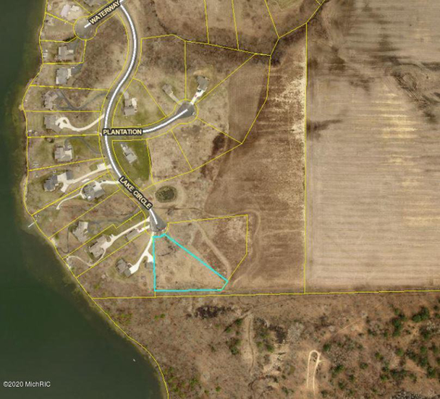 7726 Lake Circle Dr Belding, MI 48809