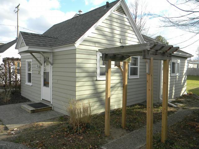 422 N Ferry Cottage 3 St Ludington, MI 49431