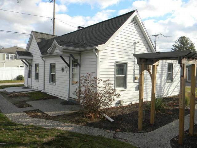 422 N Ferry Cottage 4&5 St Ludington, MI 49431