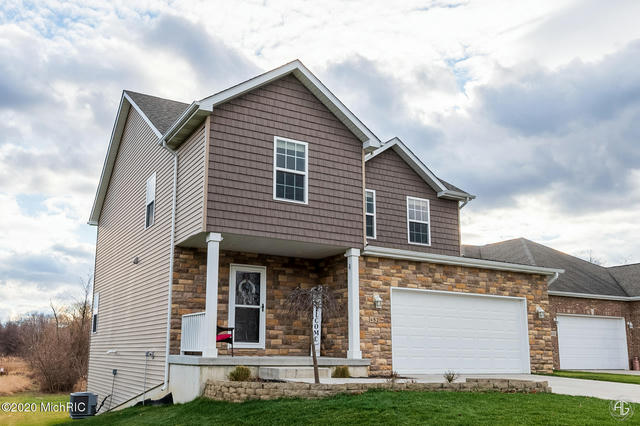 452 Waters End Ct Valparaiso, IN 46383