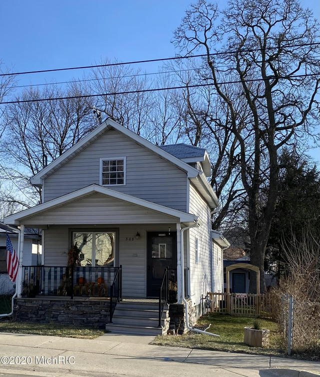 309 S Main St Reading, MI 49274