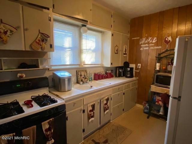 3201 Peck St Muskegon Heights, MI 49444