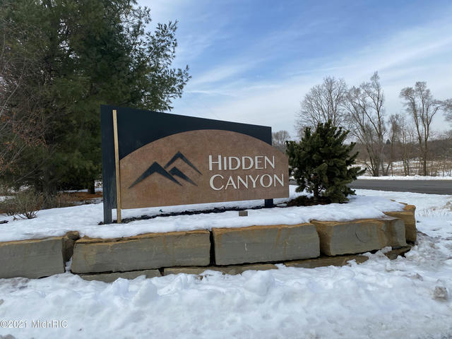 8257 Hidden Canyon 4 Ne Dr Ada, MI 49301