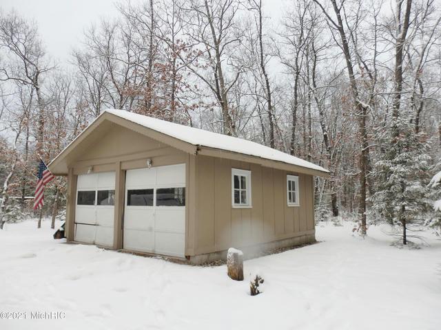 5309 Pine Creek Rd Manistee, MI 49660
