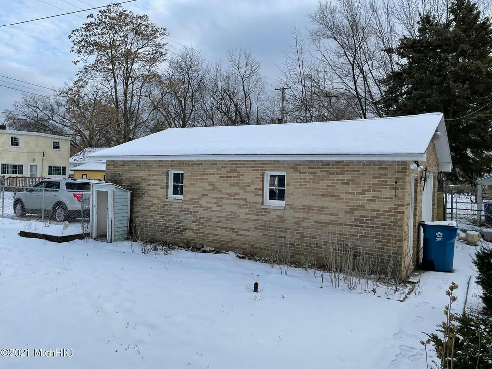 2116 Leahy St Muskegon Heights, MI 49444