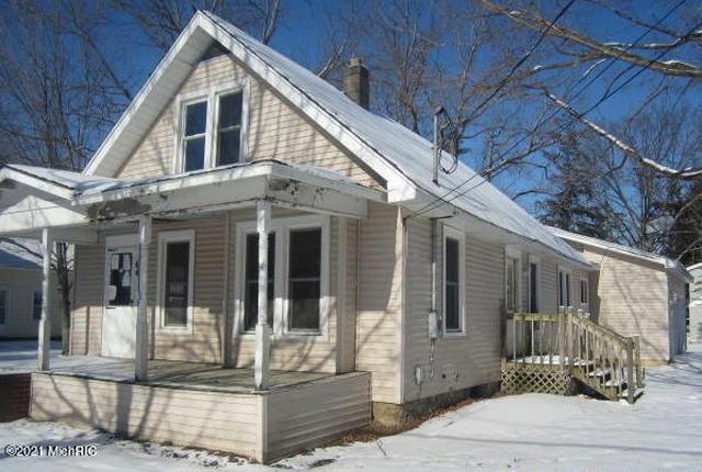 64 Washington St Galesburg, MI 49053