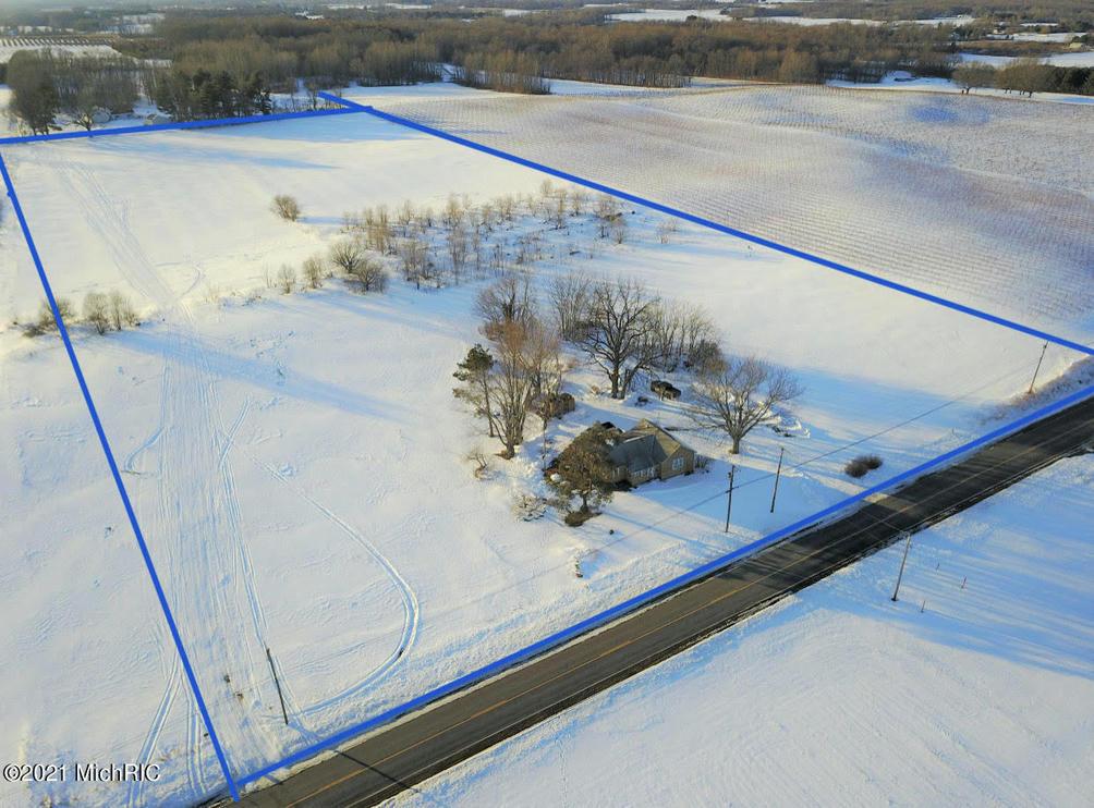 2076 S Park Rd Benton Harbor, MI 49022