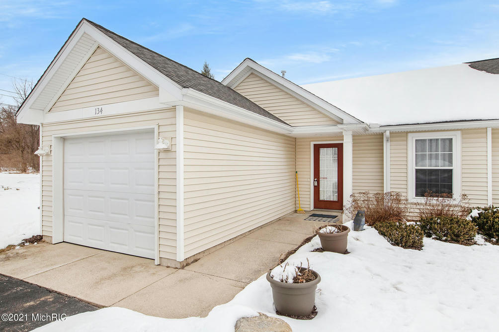 134 Depot Hill 1 Ct Allegan, MI 49010
