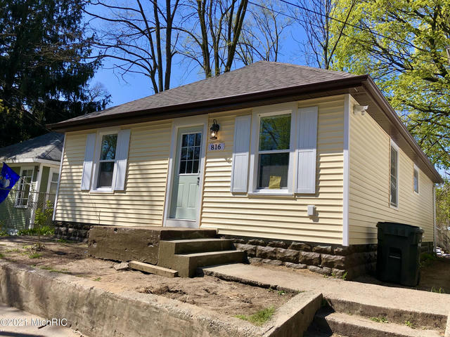 816 W Forest Ave Muskegon, MI 49441