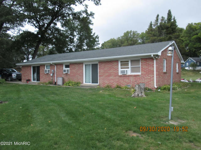 868 Lost Forty Dr Quincy, MI 49082