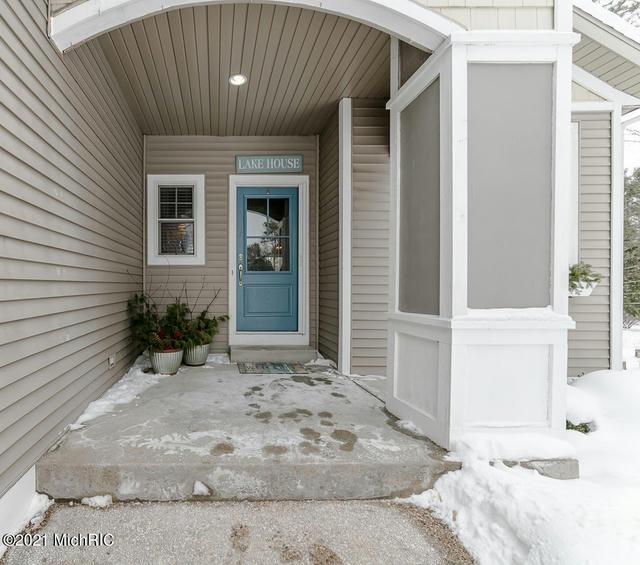 9348 Ottawa House Dr West Olive, MI 49460