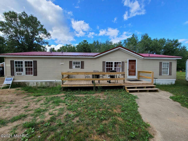 1523 Clinton Ln White Cloud, MI 49349