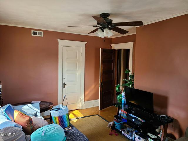 214 Woodward B Ave Kalamazoo, MI 49007