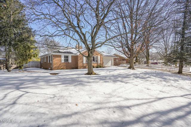 170 Hodenpyl Se Rd East Grand Rapids, MI 49506