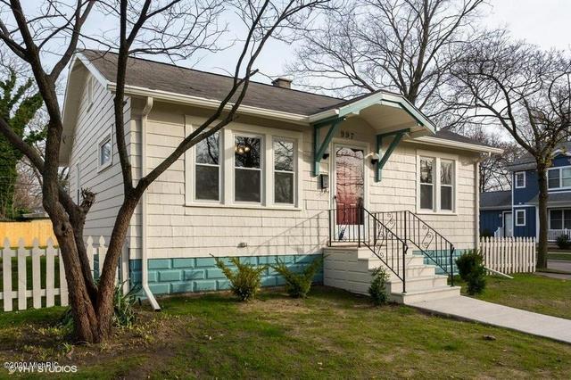 997 Monroe St Benton Harbor, MI 49022