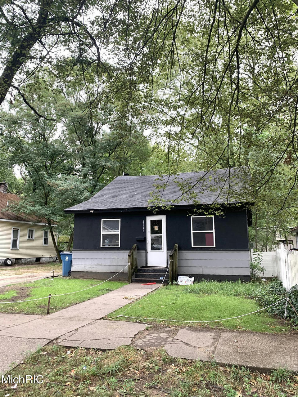 2916 9th St Muskegon Heights, MI 49444