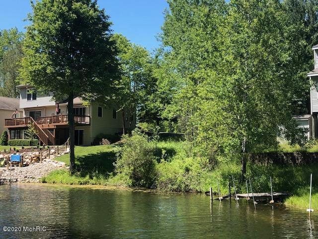 Oak Ridge 982 Dr Canadian Lakes, MI 49346