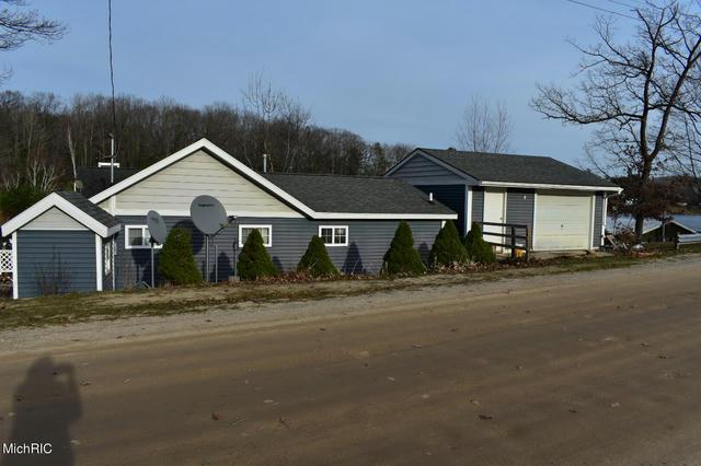 801 Pine St Harrison, MI 48625
