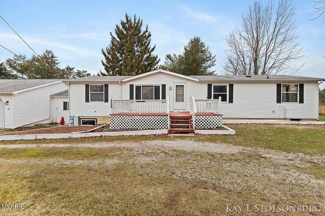 137 E First St Vermontville, MI 49096