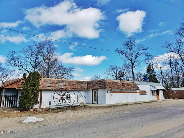 753 W Lincoln Ave White Cloud, MI 49349