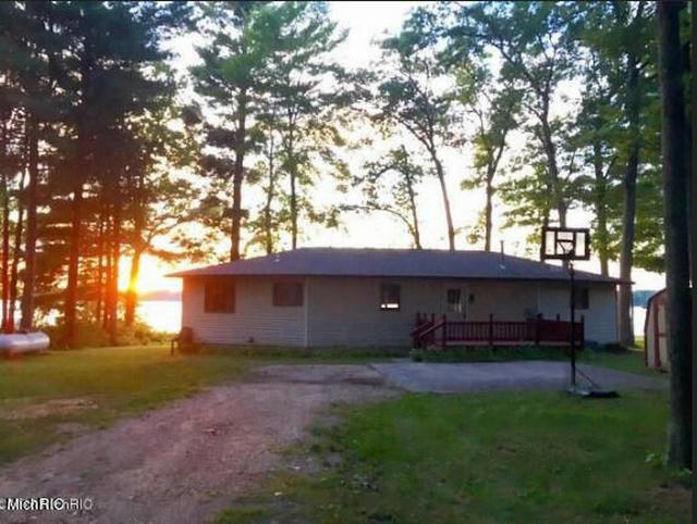 2250 Wolf Lake Dr Baldwin, MI 49304