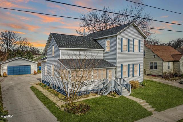 417 Pine St Ferrysburg, MI 49409