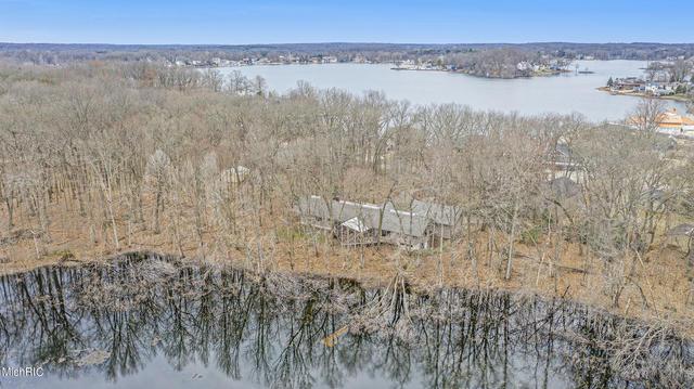 965 E Eagle Lake Dr Kalamazoo, MI 49009