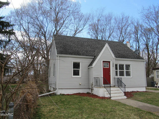 1298 Rose Ave Benton Harbor, MI 49022